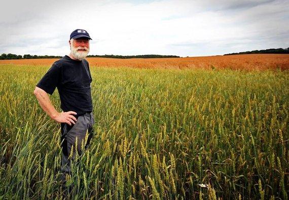 https://media.acretrader.com/news/five-ways-acretrader-helps-farmers.jpg